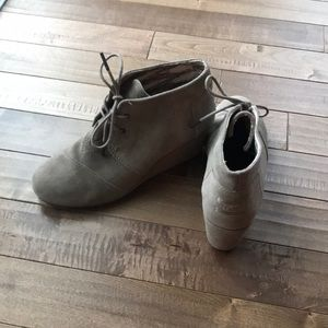 Toms taupe suede bootie